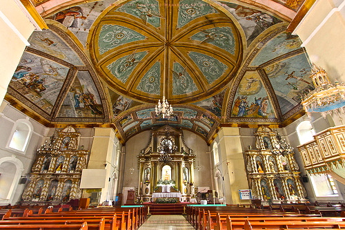 Main Altar and Side Altars of the Loboc Church / Credits: Temple Raider (Roy John de Guzman)  www.flickr.com