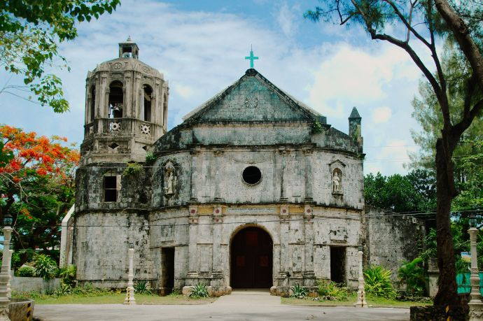 The Church of Daanbantayan before it was damaged by Typhoon Yolanda/ Nov 2013 (photo by Rabosajr Wikimedia Commons)